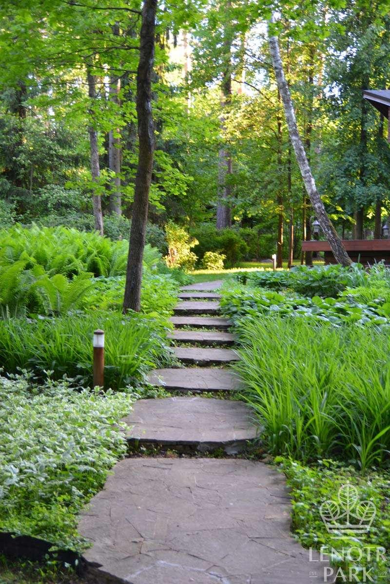 Элемент ландшафтного дизайна - дорожки в саду